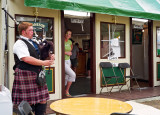 bagpiper Jameson Pub 01