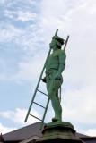 Statue  at  Place du Petit Sablon