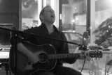 An intimate concert by Dave Crossland