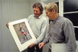 Hans Petter og Uno. Hans Petter viser sitt bilde. Utstilling Galleri Sørhalden