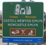 Town sign in Welsh and English.