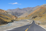 Friendship Highway headed west for the third pass on the road to Gyantse, Simi-la