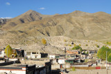 Tibetan old town with the mountains northeast of Gyantse