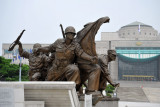 The statues depict the suffering and pain caused by the war while embodying the sublime spirit of sacrifice and dedication
