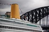 Oriana and Sydney Harbour Bridge with bridgewalkers