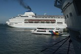 Pacific Pearl departing, Fullers Ferry and Diamond Princess Stern