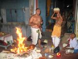 madhava bhattar performing poornahuti.JPG