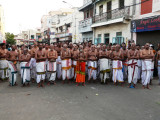PeyazhwAr mangalasana Goshti during veedi purapadu.jpg