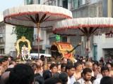 Sri Vishwaksenar and parthasarathis sri satakopam to receive Peyazhwar.jpg