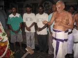 18-Dr vu vE malliyam Babu swami wonderuflly performing thiruvaradanam.jpg