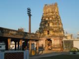 dwajasthambam and gopuram.JPG