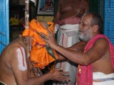HH vanamamalai jeeyar swamy getting the honours1.jpg