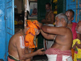 HH vanamamalai jeeyar swamy getting the honours2.jpg