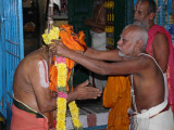 HH vanamamalai jeeyar swamy getting the honours3.jpg