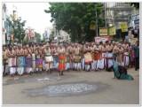 7th day Morning -thiruther GOshti with Thirumalai periya kElvi appan Jeeyar swamy1.jpg
