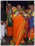 Thiruvenkatamudaiyan prasadam to Sri Dr.MAV swamy.jpg