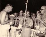 Sri ASr with tirukudanthai Andavan.JPG