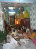 006-gOshti keenly listening to swamy's anugraha bAshanam.JPG