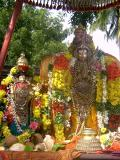 Thirumangai_Mannan_with_Kumudhavalli_Nacchiyar_during_veedhi_purappadu1.JPG