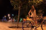 sola en la noche
