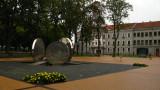 Modern sculpture on Priskėlimo aikštė