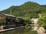Along the moat's curve with Hachiman-yama
