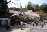 Courtyard below the Hon-dō