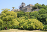 Looking up to the castle from Kameyama-kōen