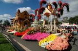 Rose Parade Float Viewing 01