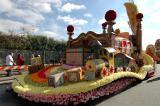 Rose Parade Float Viewing 02