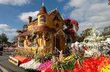Rose Parade Float Viewing 04