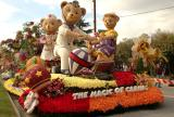 Rose Parade Float Viewing 08