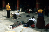 Prostrating people at Jokhang temple