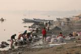 12 Les laveurs et le ghat des crémations
