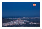 La lluna damunt Rossell i la Sénia