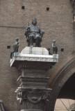 Ferrara Town hall Statua di Borso d'Este 84 109.jpg