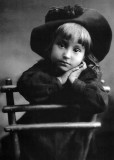 1910 - Girl in a hat