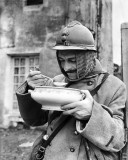 1915 - French soldier eating soup