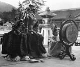 1908 - Temple musicians