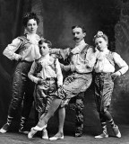 1905 - Family of circus performers