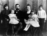 1905 - Ernest Hemingway with his family