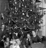 1913 - An annual family Christmas photo