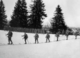 1915 - Austrian soldiers on skis