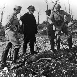 1918 - Georges Clémenceau inspecting an artillery shell