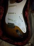 now with Fender's 1954 Polystyrene shortskirt knobs