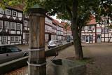 Gammalt marknadstorg med vattenpump, Duderstadt, Tyskland