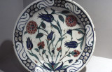 Plate with polychrome flowers
