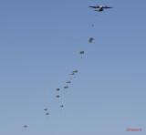 aeronautic-show-bucuresti-parasutisti-militari.JPG