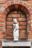Klaverstraat nr 8 - staande Maria met Kind