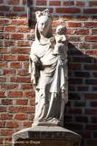 Kastanjeboomstraat 30 -Staande Maria met Kind (Koningin)